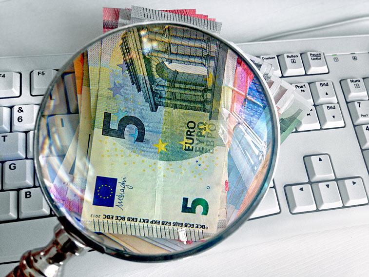 Euro Geldscheine Tastatur Lupe