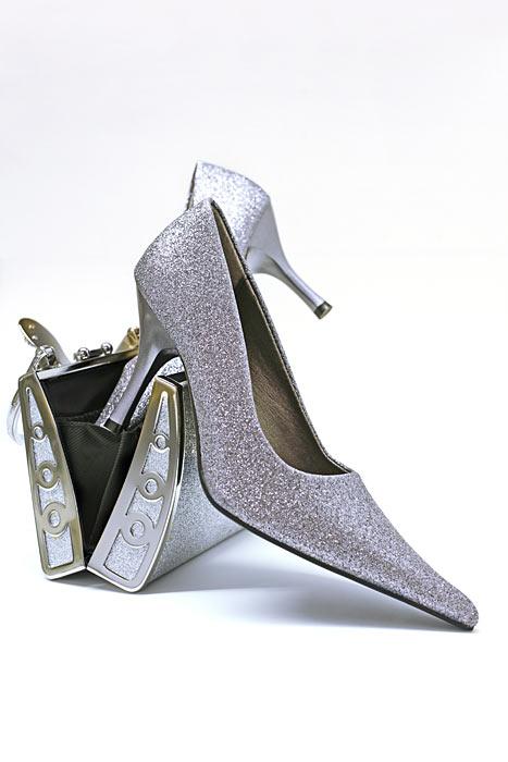Silberne Glamour Pumps Tasche