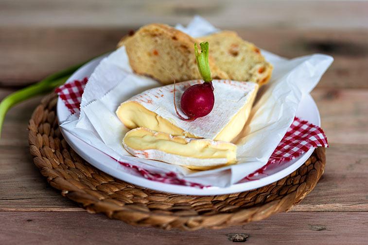 Käse Radieschen Camembert Brot Baguette