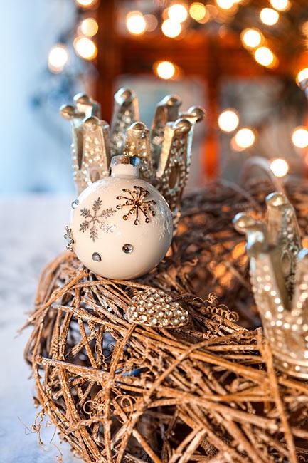 Landhaus Weisse Weihnachtskugel Krönchen Herz Rebenkranz