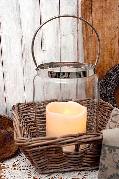 Große Hamptons Landhaus Laterne mit LED Kerze im Korb
