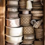 Nostalgie alte Holzspulen mit Leinemband Zackenlitze Schere Stoffe