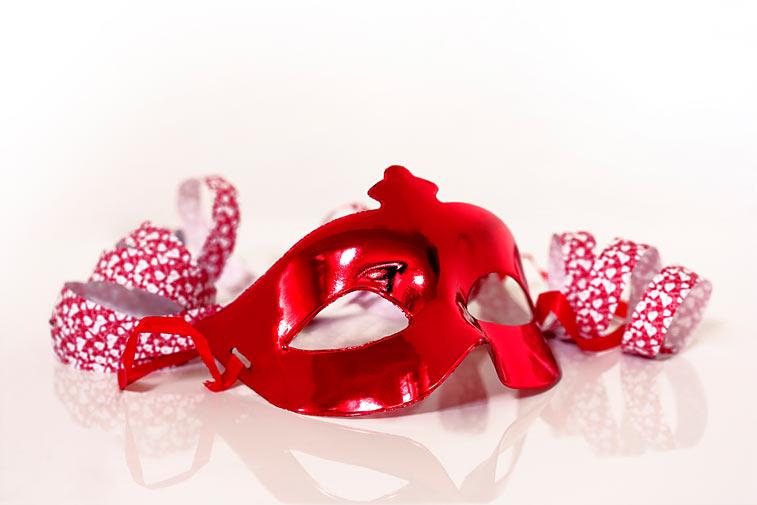 Karnevalsmaske Larve Faschingsmaske Luftschlangen Fasnacht