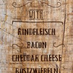 Menukarte Western-Hamburger mit Cheddar Cheese und Bacon