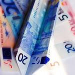 Papierflieger Geldschein