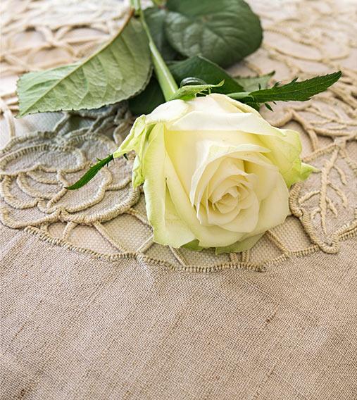 Weisse Rose Leinenkissen