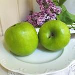 Grüne Äpfel Flieder