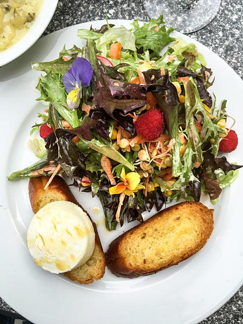 Ziegenkäse Salatteller
