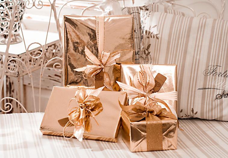 Weihnachtsgeschenke gold