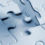 Aufgestelltes Puzzle hellblau