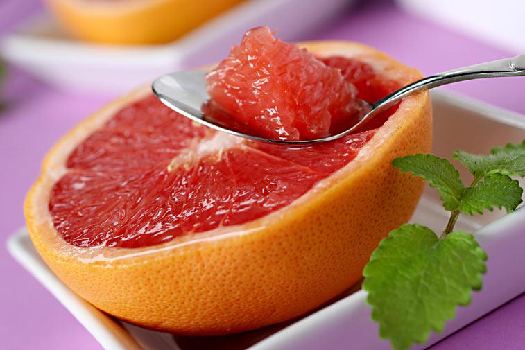 Grapefruit Grapefrucht Pampelmuse auf dem Löffel