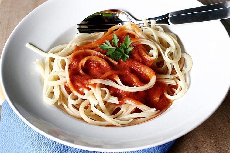 Linguine Nudeln Tomatensosse