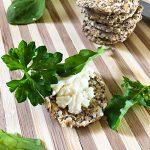 Rohkost Cracker veganer Frischkäse Rucola Salatrauke