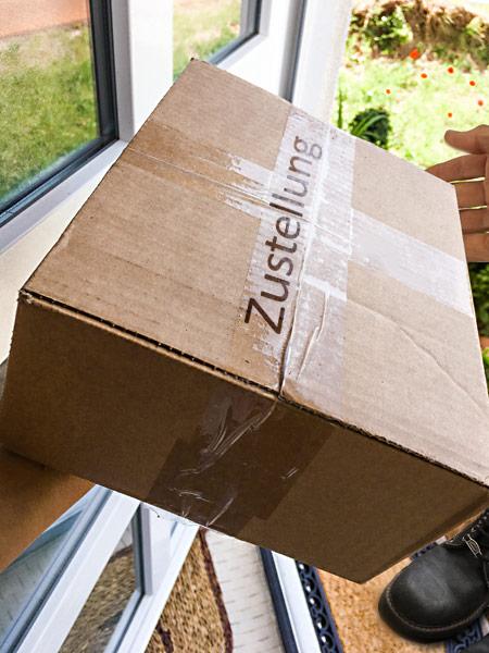 Paketlieferung Paketannahme Haustür Paketübergabe Zustellung