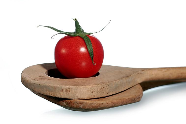 Tomate auf Kochlöffel