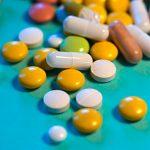 Bunte Tabletten und Kapseln