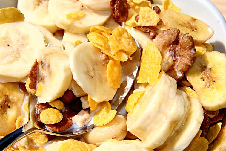 Bananen-Müsli Cornflakes Nüsse