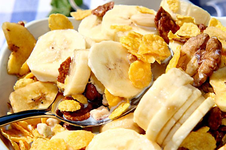 Früchte Müsli Cornflakes Bananen