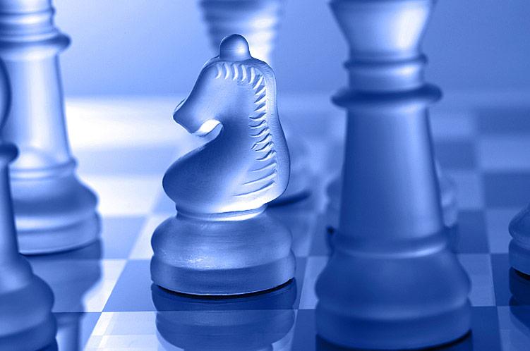 Glas Schachfiguren blau