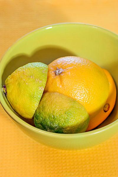 Halbierte Zitronen Orangen