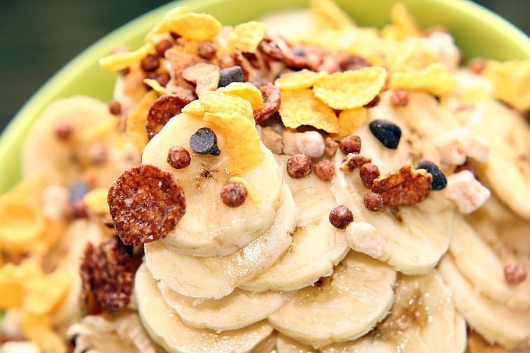 Schoko-Müsli Cornflakes Bananen