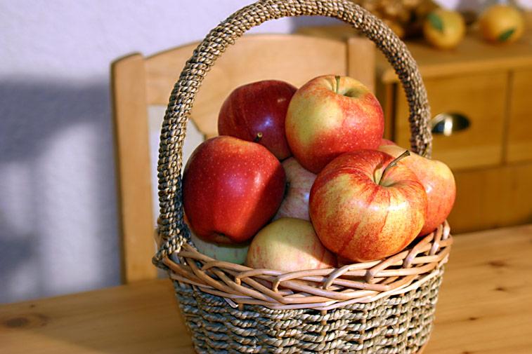 Apfelkorb rote Äpfel