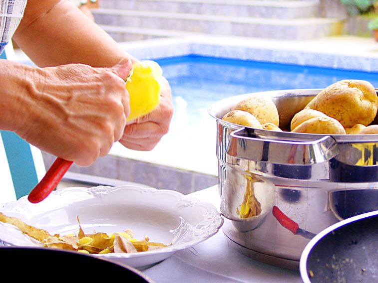 Kartoffeln schälen