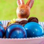 Blaue Ostereier mit Osterhase Osterteller