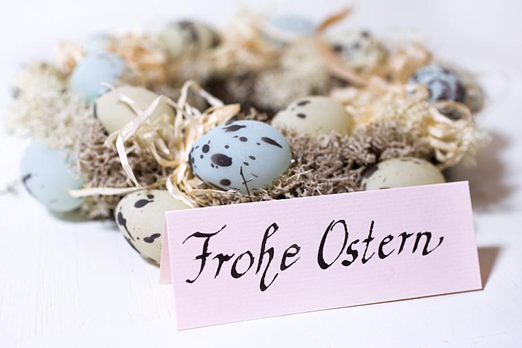 Frohe Ostern Ostereier Kranz Tischkarte Schrift