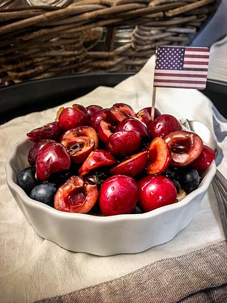 Rohkost Kirsch-Torte Kirschen Johannisbeeren Blaubeeren Kuchen USA Flagge