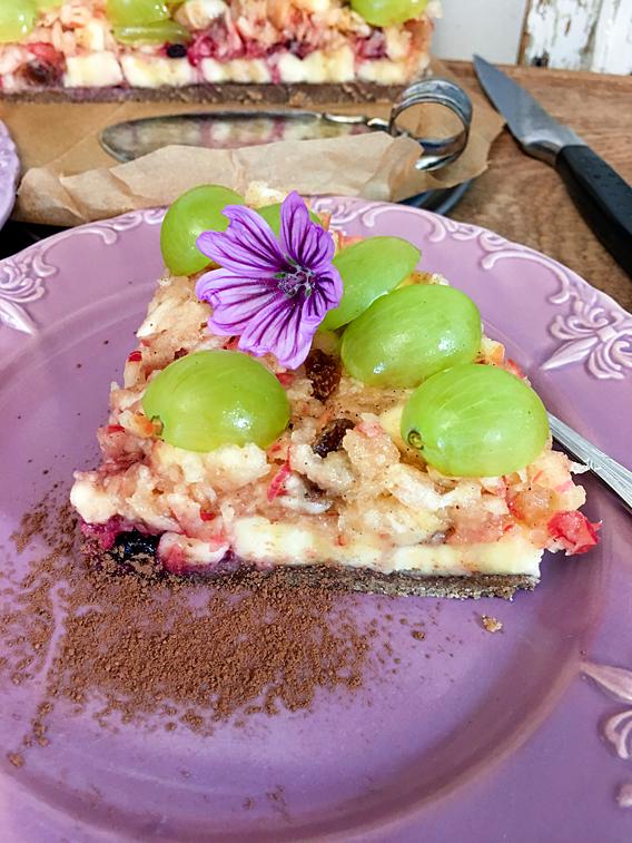 Apfelkuchen Apfeltorte Trauben-Torte Rohkost Kuchen Malvenblüten