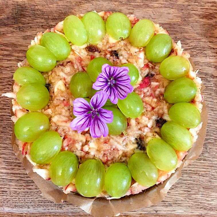 Apfelkuchen Apfeltorte Trauben-Torte Rohkost Malvenblüten