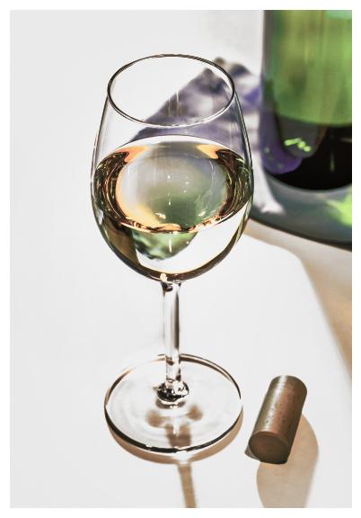 Weinglas und Weinflasche Retro-Farben Nostalgie