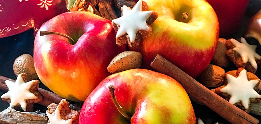 Adventskalender-Bild Äpfel Nüsse Zimtsterne Weihnachtsteller