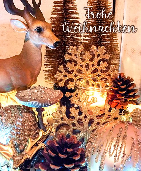 Weihnachts-Dekoration Hirsch Tannenzapfen Strass-Pilze Weihnachtskugeln gold Kerzenlichter Frohe Weihnachten