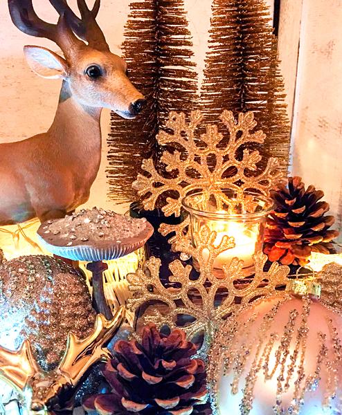 Weihnachts-Dekoration Hirsch Tannenzapfen Strass-Pilze Weihnachtskugeln gold Kerzenlichter