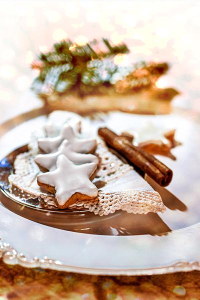 Zimtsterne Zimtstangen Weihnachtsteller Weihnachtsplätzchen Weihnachten