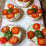 Rohkost gefüllte Champignons mit Cashew-Käse Tomaten Pesto