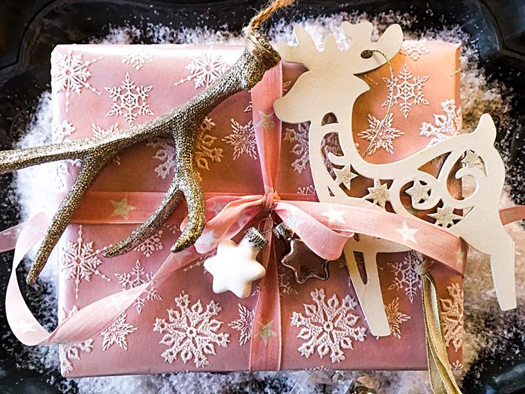 Weihnachtsgeschenk rosa Hirsch Sterne