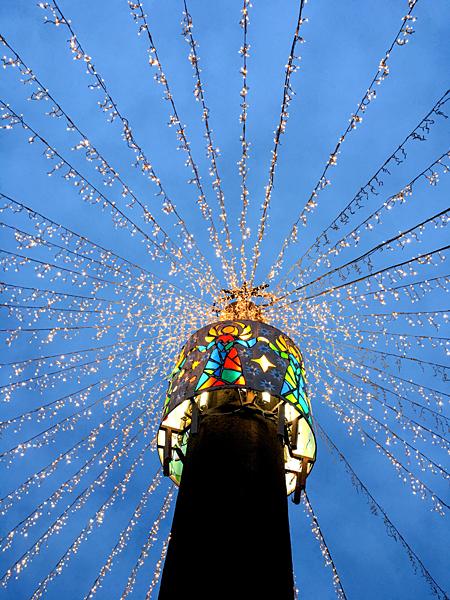 Lichterketten Weihnachtsmarkt Platz Dom Mainz