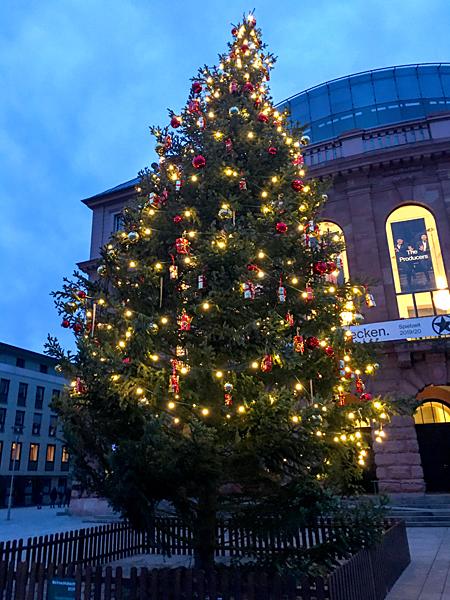 Weihnachtsbaum Weihnachten Tannenbaum Staatstheater Mainz