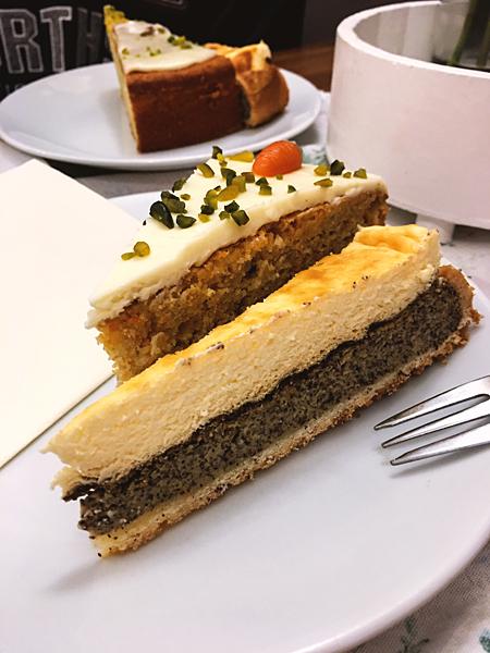 Mohn-Schmand-Kuchen Möhrenkuchen Möhrentorte Cafe