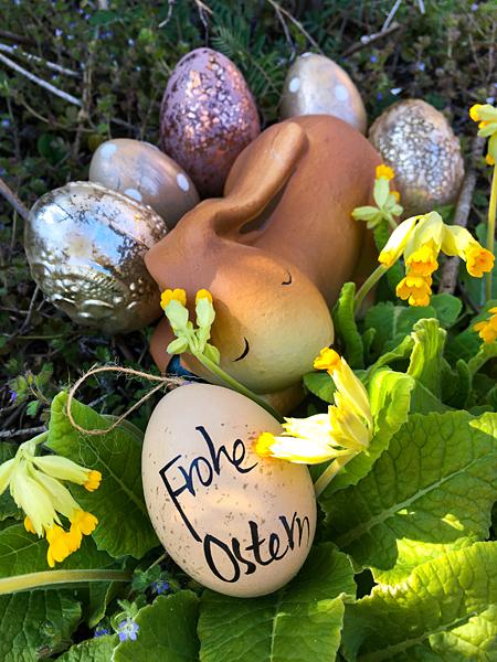 Schlafender Osterhase Frohe Ostern Ostereier Osternest Schlüsselblumen