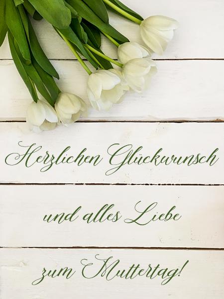 Weisse Tulpen zum Muttertag Shabby Holzhintergrund Holzbretter
