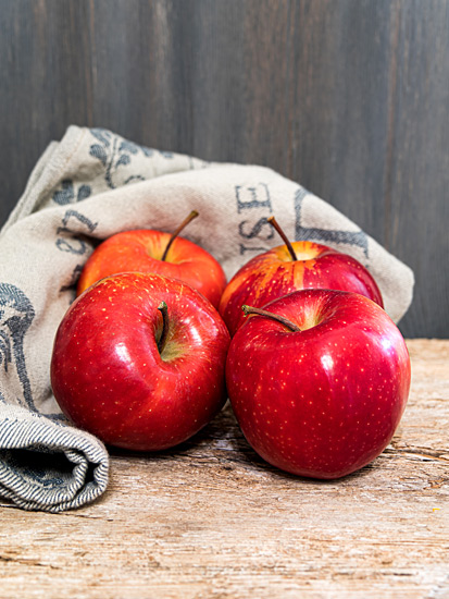 Rote Äpfel Stillleben Nostalgie Holz-Hintergrund